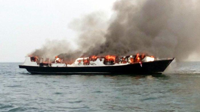 Kapal Zahro Express terbakar ketika berlayar ke Pulau Tidur, Kep. Seribu.