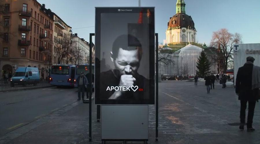 Papan iklan yang bisa batuk jika didekati perokok