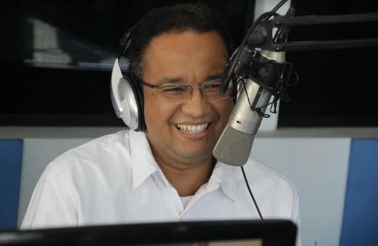 Cagub DKIAnies Baswedan saat melakukan dialog interaktif di Radio Elgangga Bekasi.
