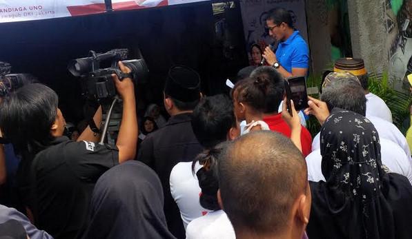 Cawagub Sandiaga Uno saat menemui warga Tegal Parang Utara, Mampang Prapatan, Jakarta Selatan, Rabu (18/1).