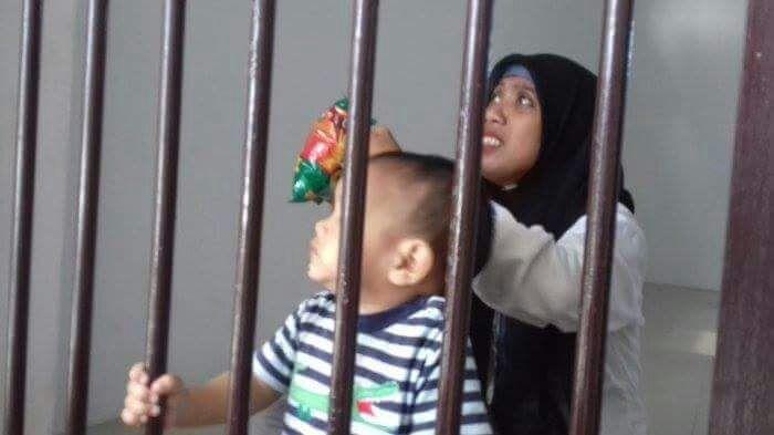 Sudah empat bulan Maya dan Amin mendekam di penjara.
