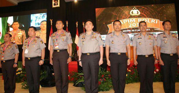 Lima kapolres terbaik se Indonesia. Salah satunya Kombes Iqbal (tengah), Kapolres Surabaya.
