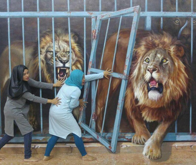Imaji Singa keluar kandang