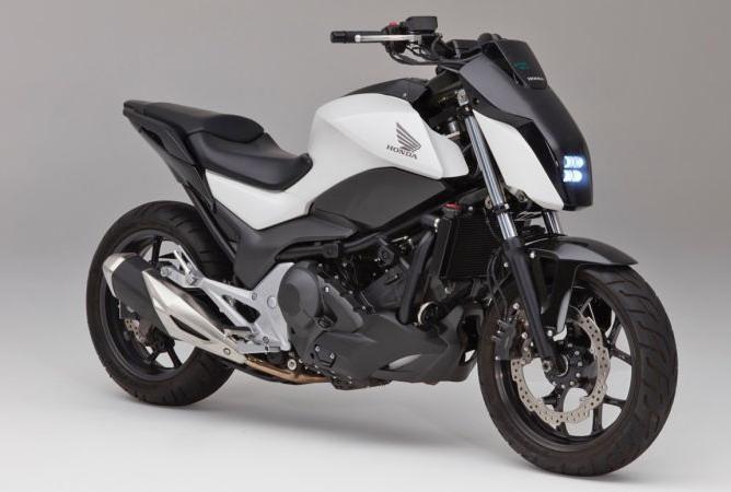 Sepeda motor Honda dengan teknologi self balanced / Honda