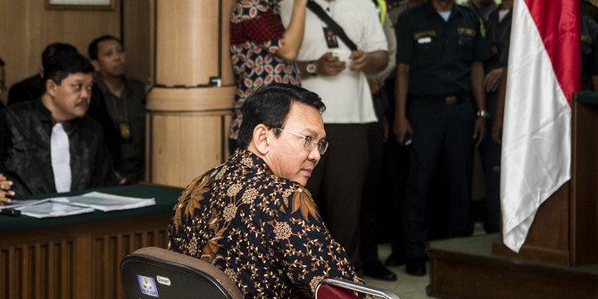Ahok di depan sidang yang dipimpin oleh ketua majelis hakim Dwiarso Budi Santiarto.