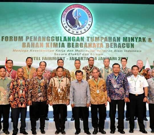 Wapres JK membuka seminar pengelolaan tumpahan minyak yang diselenggarakan OSCT Indonesia. (vei)