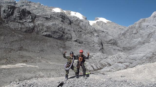 Kalau di Himalaya kita bisa berjalan dari ketinggian 1500-5000 mdpl (Everest Base Camp), menikmati pemandangan dan suasana di Everest Base Camp. Ribuan orang setiap tahun kesana. Dan dari anak 7 tahun sampai kakek nenek umur 75 tahun dapat mencapai Everest Base Camp. Ekspedisi Tramp dan Korps Marinir, 17 Agustus 2015. (tiri)