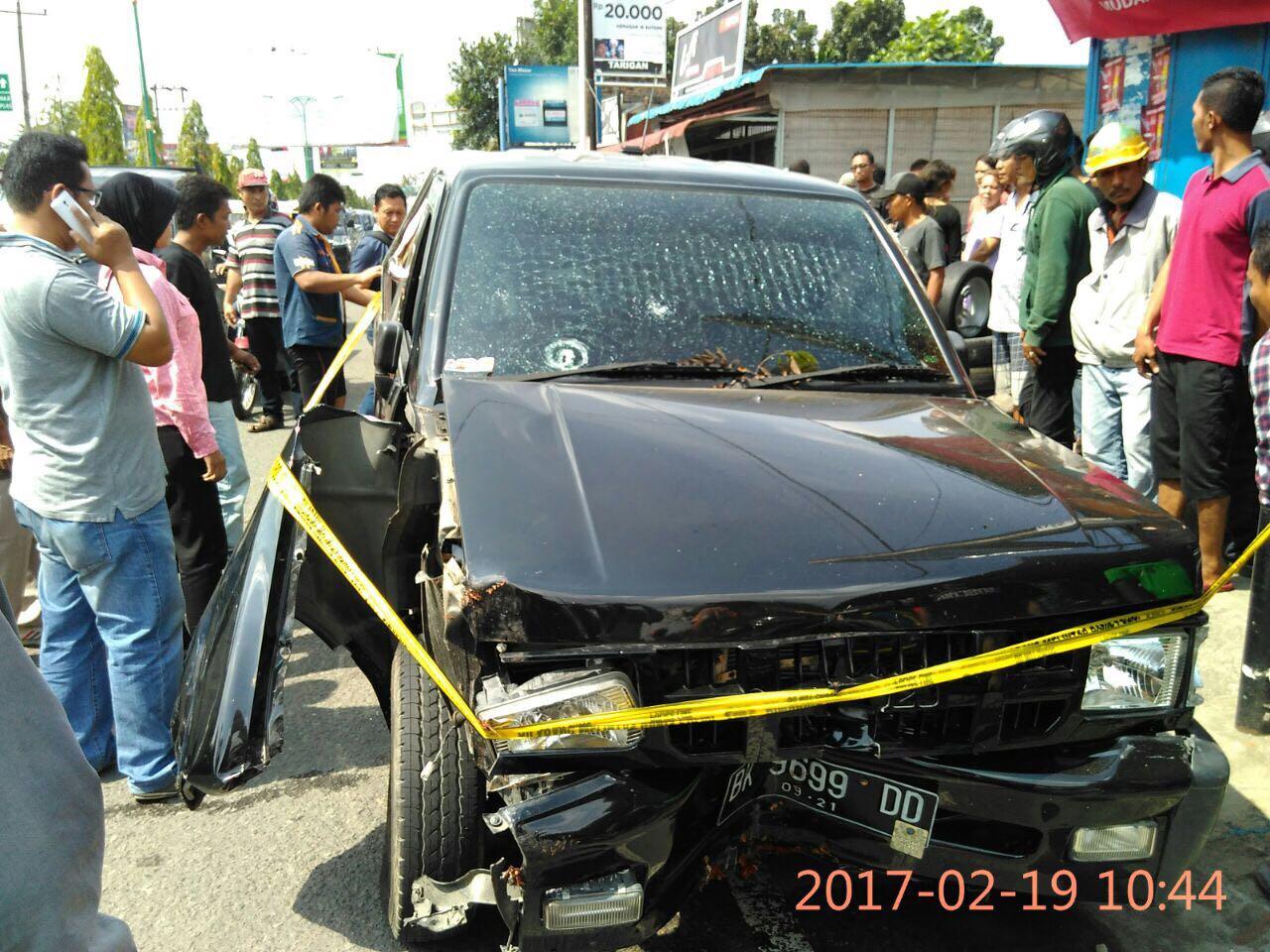 Mobil milik bandar narkoba ringsek saat dibekuk BNN. (foto: Res)