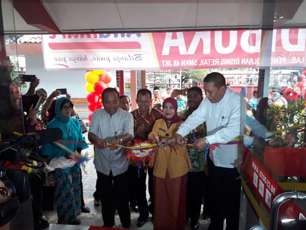 Walikota Jaktim resmikan Laboratorium Usaha Ritel SMK Negeri 48 Jakarta Timur. (ist)