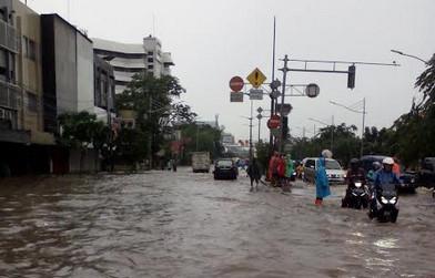 Genangan air di jalan Gunung sahari, Jakarta Pusat. Cek peta banjir di Jakarta melalui link; https://www.petabencana.id/map/jakarta/17421