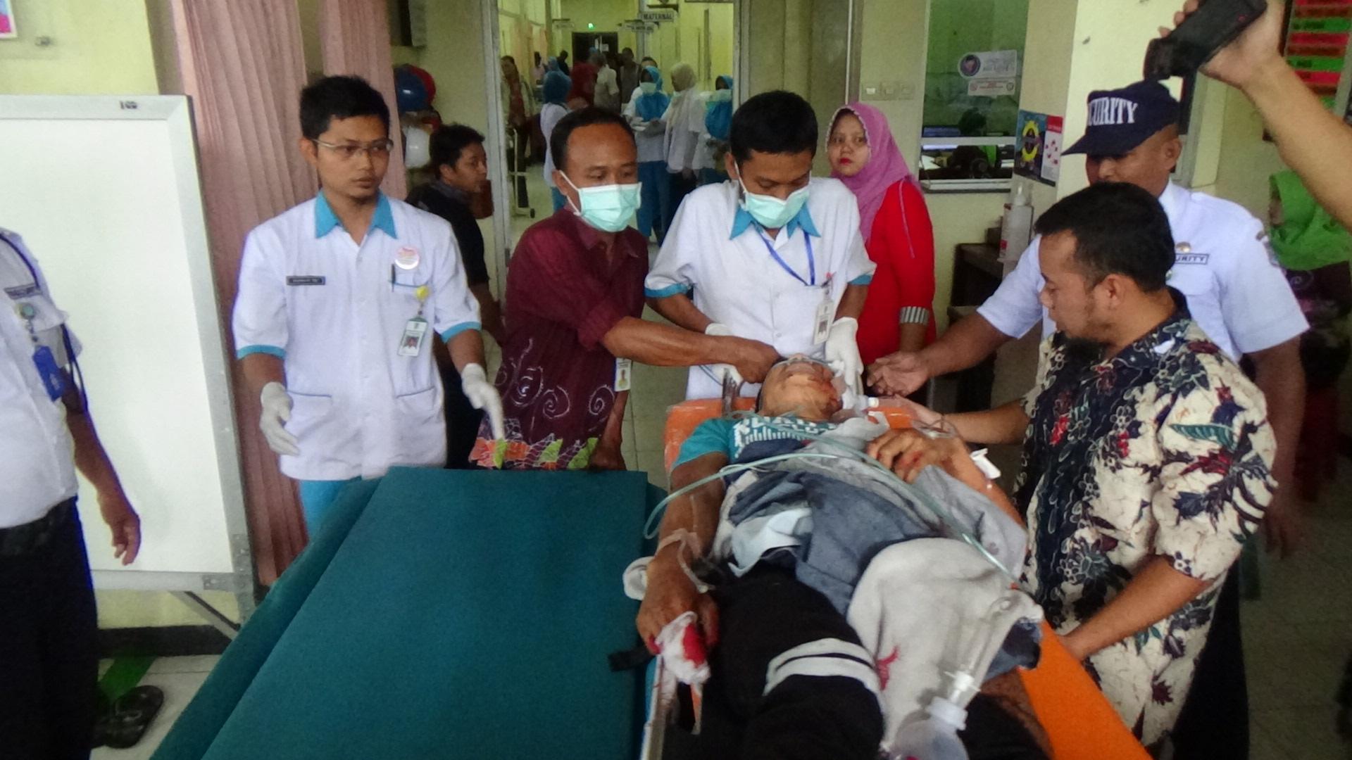 Korban saat dirawat intensif tim medis di rumah sakit dr. Mohamad Saleh Probolinggo