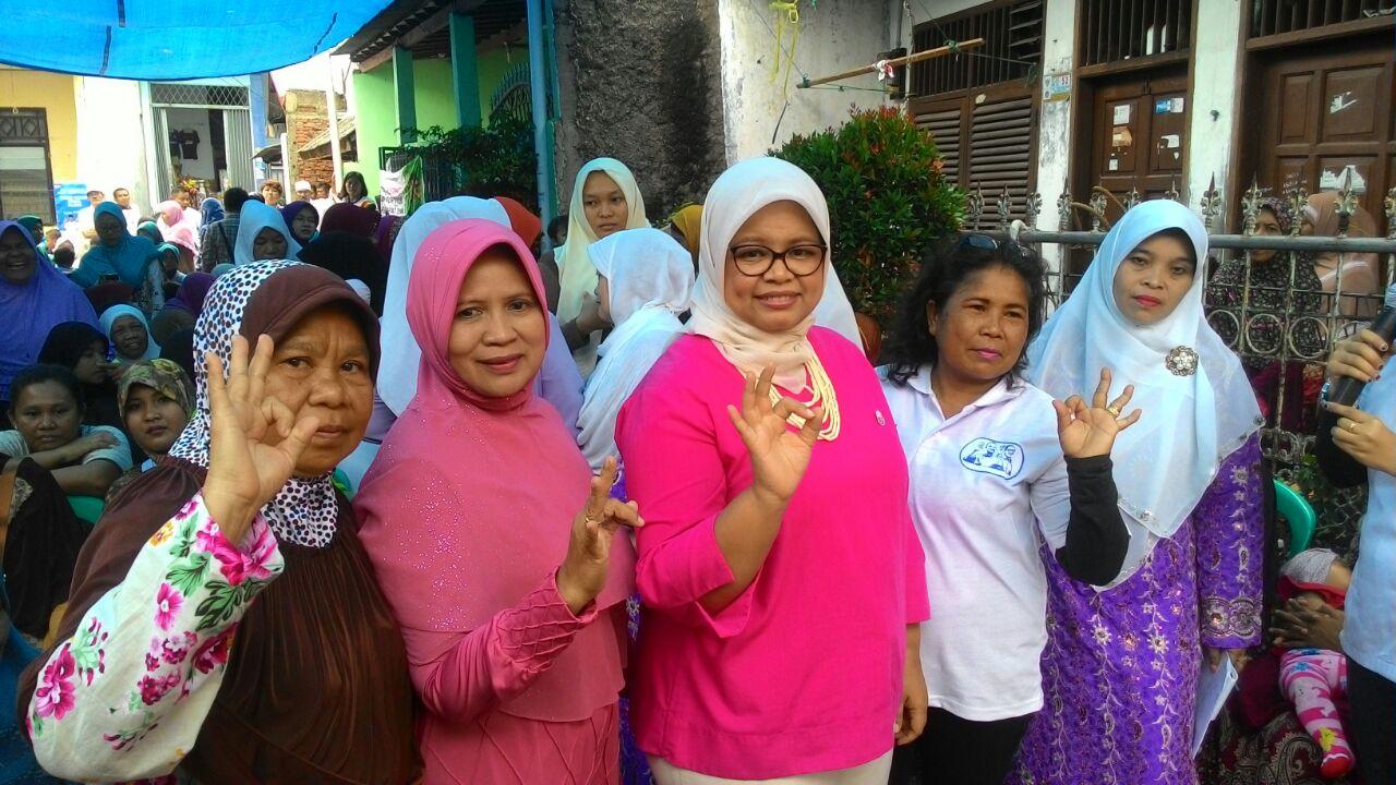 Fery Farhati Ganis menjadi tempat curahan hati bagi warga Jalan Syawal, Koja, Jakarta Utara