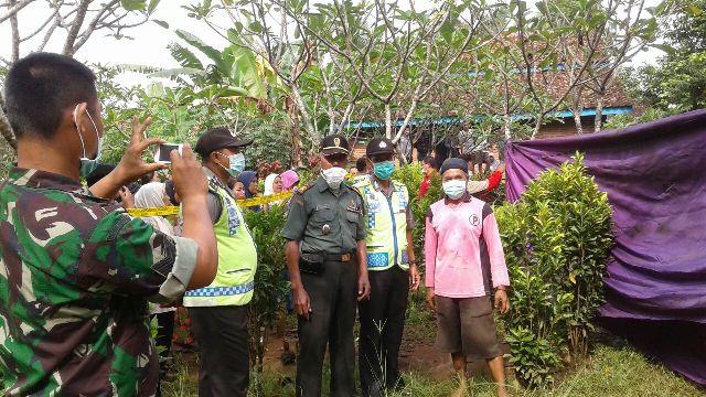 Polisi membongkar makam Yoyok Agung Setyawan (31), yang  tewas dugaan malpraktek operasi amandel.  Warga Kedawungrejo Desa Rowokembu Kecamatan Wonopringgon, Pekalongan, Jatim, tewas di RSUD Kab, Batang.