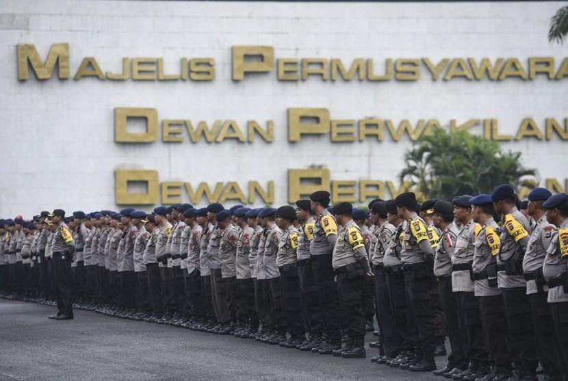 Apel pengamanan Aksi 212 dari kepolisian di Gedung DPR/MPR.