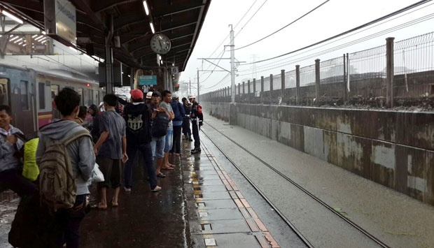 Pantauan PT KAI Commuter Jabodetabek (KCJ) hingga pukul 06:00 WIB terdapat genangan air di sejumlah titik antara lain di Kampung Bandan, Jakarta Kota, Tebet, dan Kalideres-Rawa Buaya.