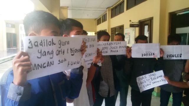 Siswa yang dikeluarkan dari SMP N 1 Balapulang tersebut kesulitan mendaftar ke sekolah, setelah menjadi korban narkoba jenis baru. (riz)