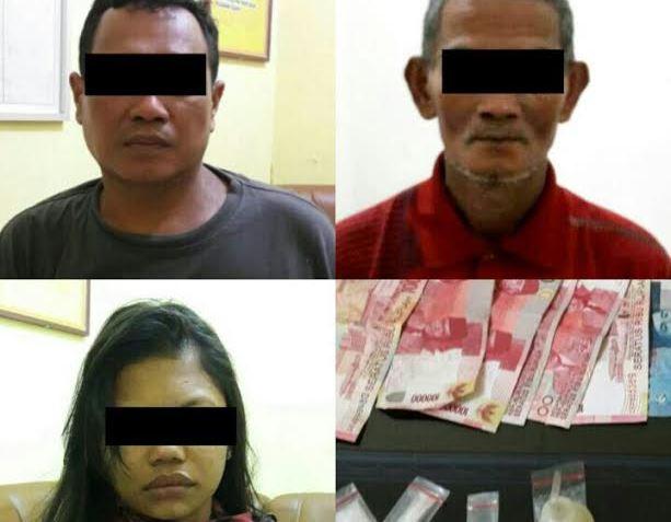 Tiga tersangka pengedar sahbu dan barang bukti diamankan petugas.