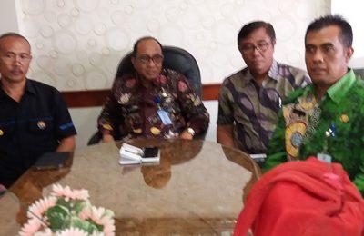 Sekda Syaifullah dan Iptu Nanang Priyambodo, saat jumpat pers terkait isu penculikan anak di ruang Sekda Pemkab Situbondo.(foto: fat)