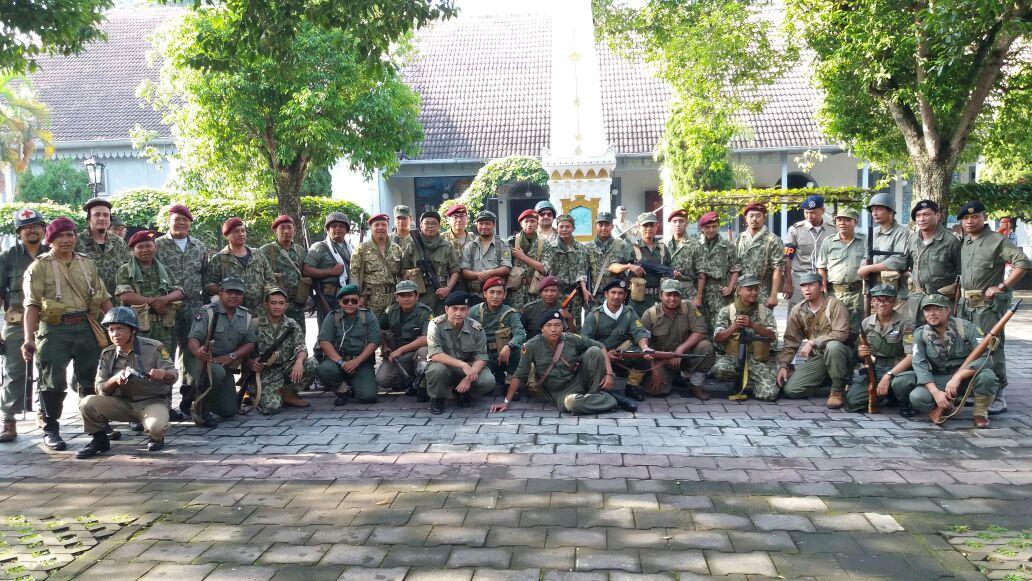 Para anggota reenactor (pegiat sejarah) memperingati 'Pertempuran Serangan Umum 1 Maret' di Yogyakarta. (ist)