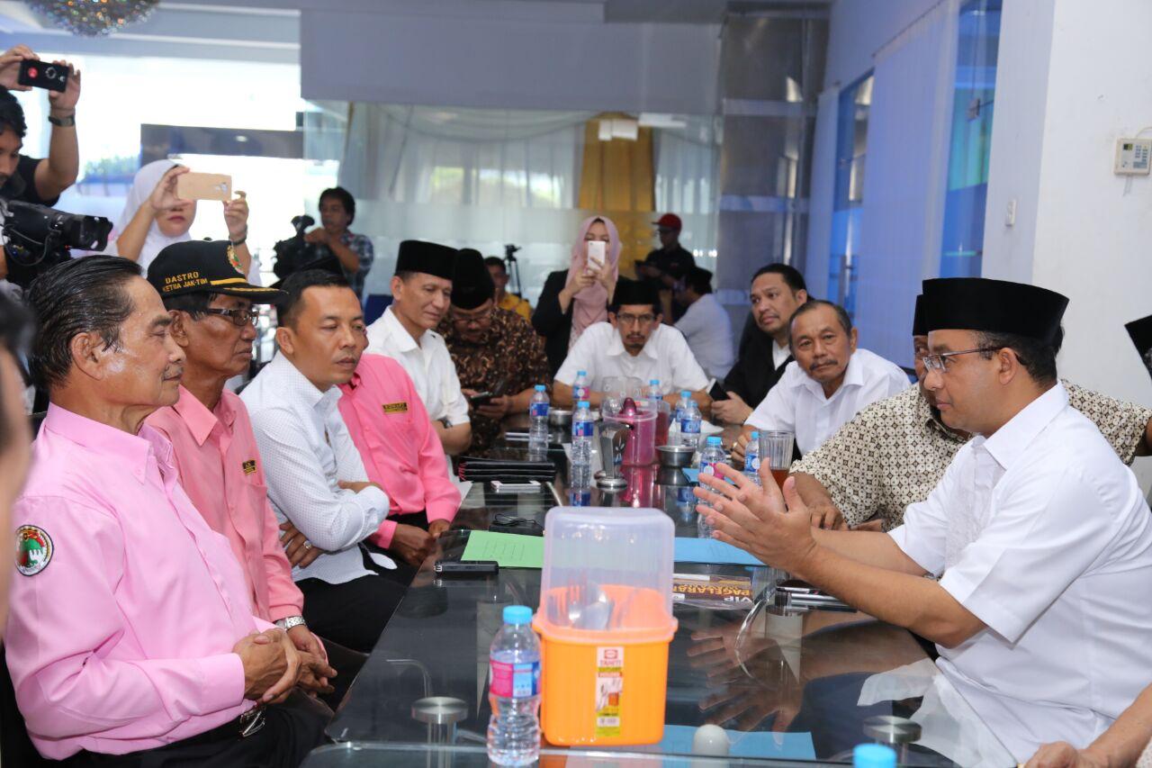Dukungan Kowarteg diberikan saat Anies melakukan diskusi dengan pengusaha warteg Jakarta di IS Plaza, Jalan Pramuka, Jakarta Timur, Sabtu (4/3).