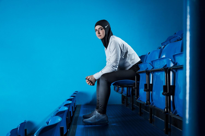 Zahra Lari atlet muslimah Uni Emirat Arab memakai Nike Pro Hijab/ Nike