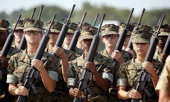 Prajurit marinir AS perempuan dalam pelatihan dimarkas/ Outside The Beltway