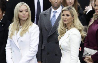 Tiffany Trump (kiri) memakai busana Wang saat pelantikan ayahnya/ WWD
