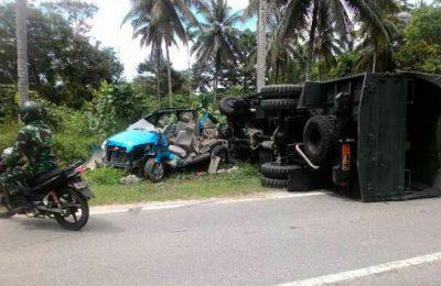 Mobil Toyota Rush yang ditumpangi Letkol Ibnu Hudaya dan Randis NPS milik Kompi  C Yonif 136/Rk. (foto: istimewa)