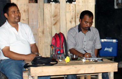 Suasana diskusi di Sanggar Ngopi di Universitas Yudharta Kabupaten Pasuruan. (foto : abd)