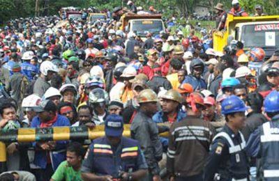 Aksi pemogokan yang dilakukan karyawan PT Freeport, Timika, Papua beberapa waktu lalu. (foto: istimewa)