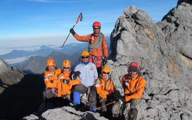 030c2ee813ce Puncak Carstensz Pyramid (4.884 m) menjadi salah satu seri pendakian gunung  tertinggi di dunia