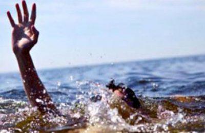 Ilustrasi penumpang speedboat tenggelam.