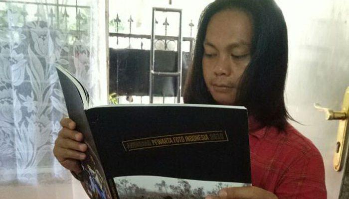 Salah saatu penggemar karya para Pewarta Foto Indonesia. (foto: win)