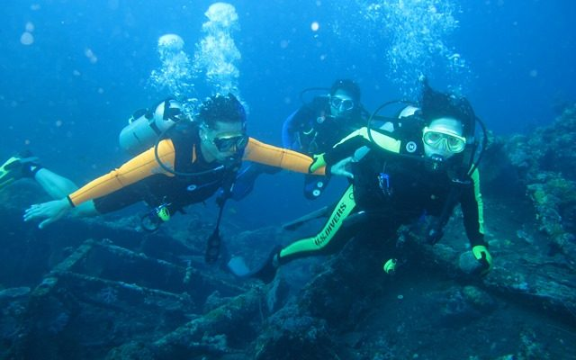 Tulamben, salah satu objek wisata yang terkenal dengan site diving terbaik, tempat lokasi terumbu karang, ikan, dan bangkai kapal (wreck) USS Liberty, yang tenggelam pada tahun 1963 (foto: tata)