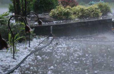 Hujan es kembali melanda kota Bandung, Jawa Barat, Minggu (23/4). (Foto: istimewa)