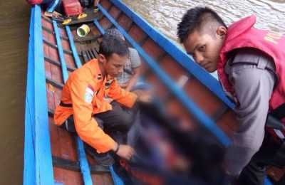 Korban kedua kecelakaan longboat di Kapuas Hulu ditemukan Tim SAR. (foto: das)