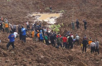 Setelah beberapa hari nihil, tim SAR gabungan menemukan satu jenazah  korban longsor Ponorogo. (foto: istimewa)
