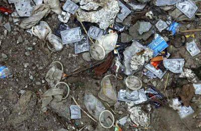 Kondom berserakan banyak ditemukan di Halte Tigaraksa. (foto: ilustrasi)