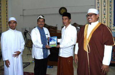Presiden Jokowi Tarawih di Sentul. (foto: setkab)