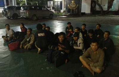 Para TKI yang menyelundup pulang ke Indonesia kini diamankan pihak Lantamal IV. (foto: aul)