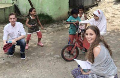 Lembaga donor yang dimotori oleh anak-anak setingkat SMA di Belanda itu, mengirimkan Casper Goldman (17) dan Isabelle van Empel (17) selama seminggu di Indonesia. Mereka berkeliling dari Bogor, Depok hingga ke Jakarta Utara melakukan survey sekolah-sekolah inisiatif yang dibangun oleh perseorangan. (foto: Van Empel Goldman)