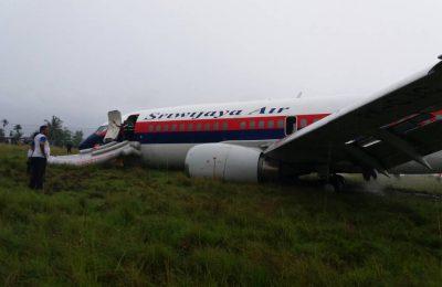 Pesawat milik maskapai Sriwijaya Air itu, terperosok setelah over run (terlalu maju di landasan) ke jalur berumput di ujung landasan. Pesawat yang dipiloto Capt. Dedi Haryanto itu membawa 146 penumpang yang terdiri dari 139 dewasa, 4 anak-anak serta 3 bayi dan 7 kru