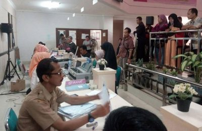 Pelayanan di Dinas Pendudukan Catatan Sipil Kabupaten Tangerang terhambat dikarenakan antisipasi serangan ransomeware dengan program WannaCry. (foto: sly)