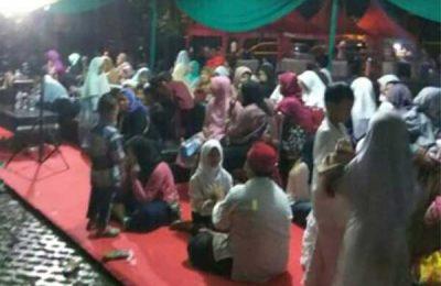 Para anak yatim yang menunggu pemberian paket di Ramadan Fair Tangerang Selatan haru kecewa karena paket yang dijanjikan tak datang. (foto: yar)