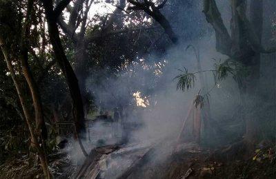 Rumah milik Igo alias Taher tak tersesisa akibat terbakar. (foto: fat)