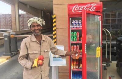 Kulkas menyimpanan makanan donatur untuk mereka yang butuh selama ramadhan di UEA/ Facebook Open Arm