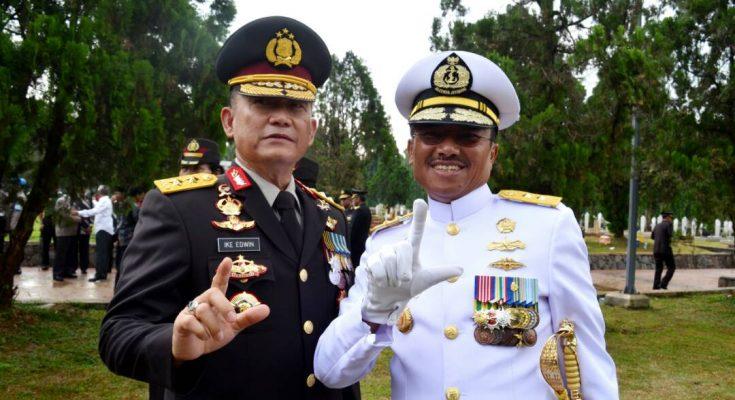 Irjen Ike Edwin (Kiri) bersama Laksamana Muda Mulyadi , Perwira Tinggi TNI AL asal Pancawati Lampung Tengah