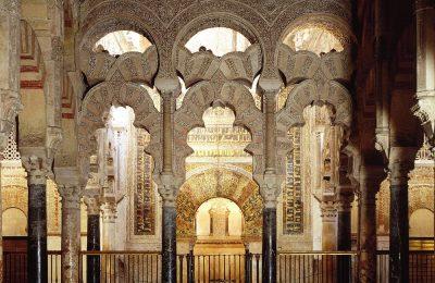Atap runcing dimihrab mesjid Cordoba dalam arsitektur Islam abad pertengahan