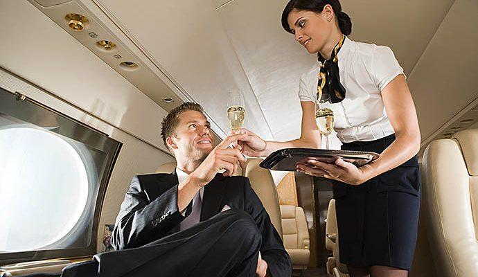 Pramugari mengajak bicara penumpang untuk menilai apakah  penumpang layak atau tidak terbang?