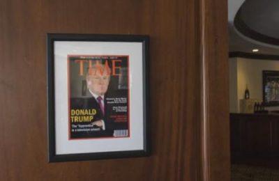 Sampul palsu TIME yang dibuat dengan photoshop tergantung diklub milik Trump